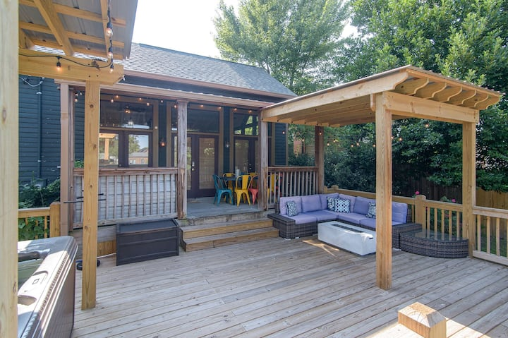 Adorable Cottage w/Hot Tub 1.5 miles from Broadway