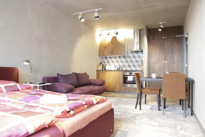 *Central Sunny Apartment close to Alexander Platz*