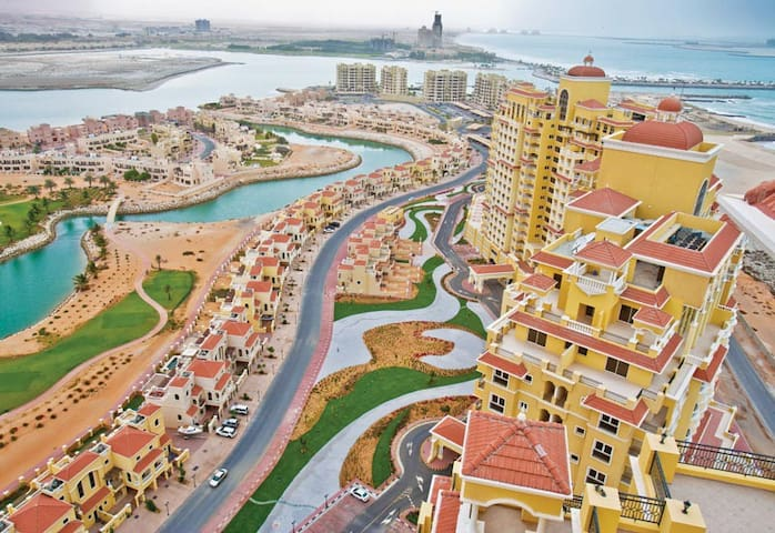 Sea View Sharing Studio In Alhamra Village :) - Al Jazirah Al Hamra - Apartment