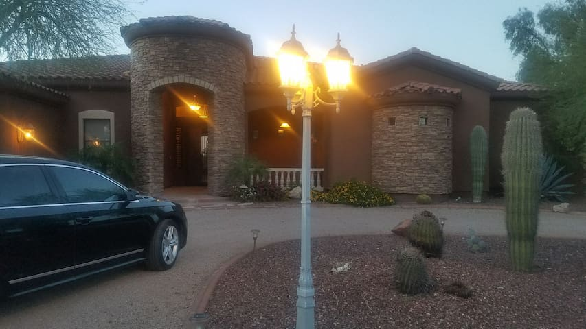 Luxury Dessert Oasis - Litchfield Park