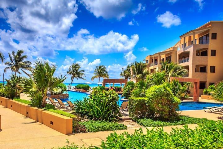 1 Bedroom luxury beachfront condo, best location.