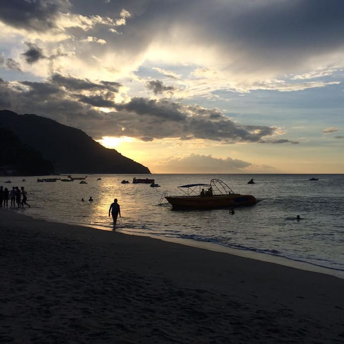 This is one of the many breathtaking views you will see in White Beach. A lot of locals and foreigneras alike appreciate the view, the wind, the sunset and the sea.