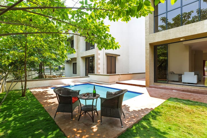Greenwoods 6, 1 Room in a 5BHK Private Pool Villa