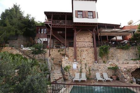 Romantic Boutique Hotel in Castle - Alanya - 家庭式旅館