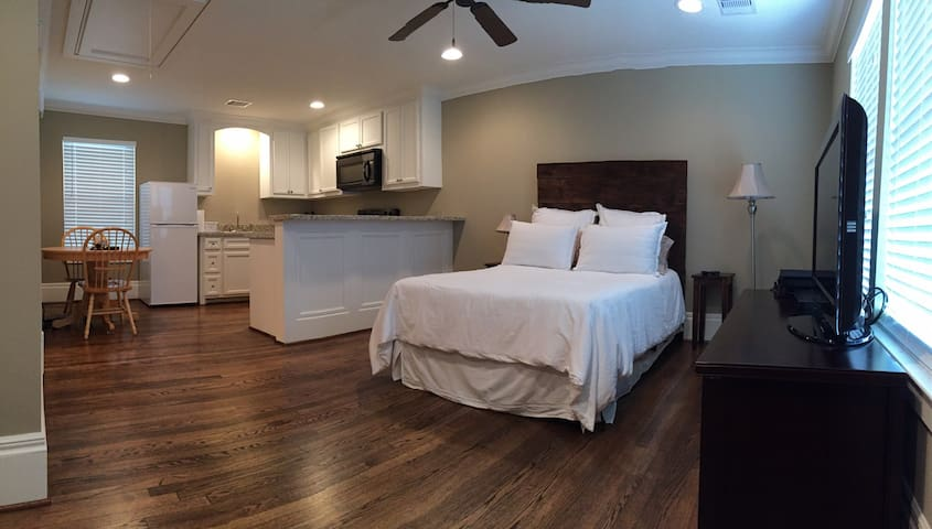 Heights Studio Apartment - Houston - Apartment