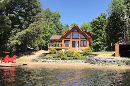 Beachfront Log Home in Algonquin Highlands - Ideal for Nature lovers and Families