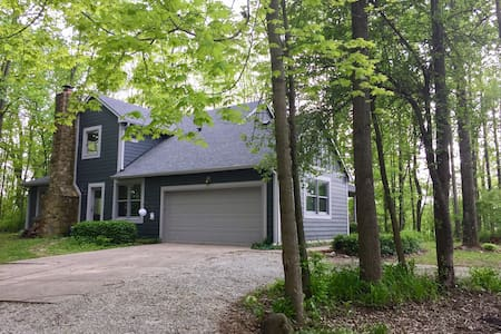 **Wooded Private Retreat in historic town!