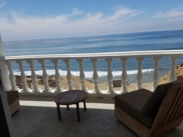 BeachFront! Private! Safe! Townhome!
