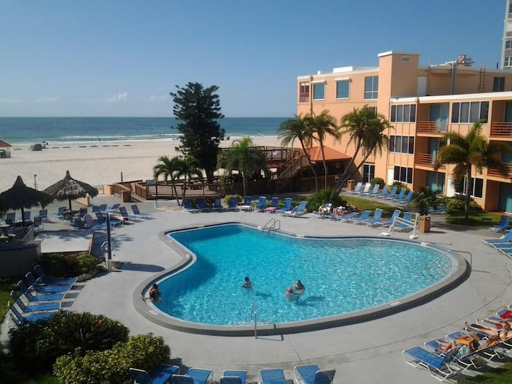 2 SUPERB GULF FRONT UNITS FOR 10! POOL, BAR