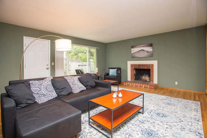 Modern 5★ Home 🔥 Fireplace 🚗 Parking 🌆 Easy to SF!