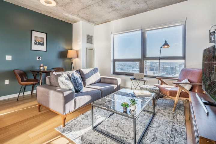 Smart + Snazzy Fort Point Studio near Seaport by Blueground