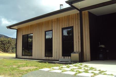 Brand New Studio Apartment- Yellow Door - Nicholls Rivulet - Daire