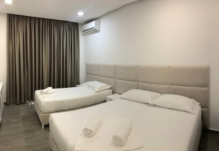 Edina Luxury 3 bed room!