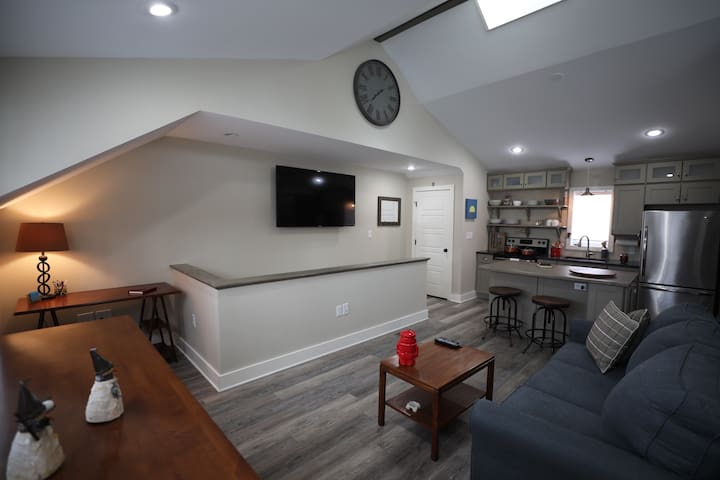 Brand New Fully Furnished Carriage House