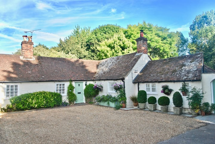 Double Room in 18th Century Cottage near Goodwood