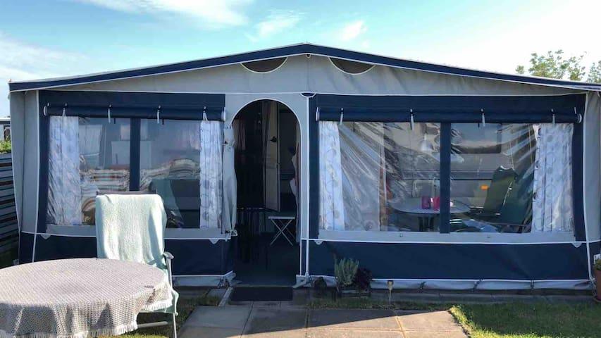 Camping Urlaub im Wohnwagen / Familien freundlich