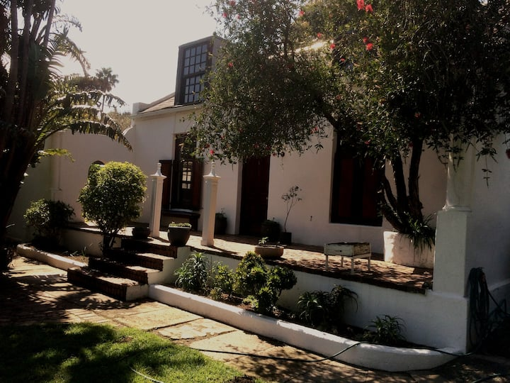 Hout Bay House - Central and full of Character