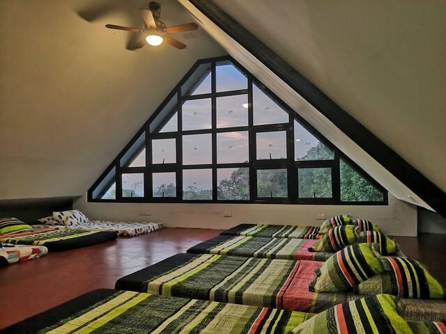 The Attic Mountain Lodge (Attic)-Tagaytay