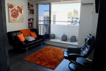 Bright & airy unit on top of the CBD - Spring Hill