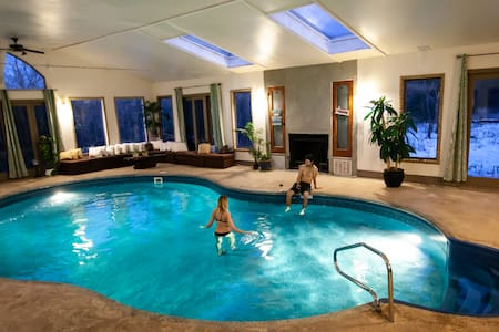 Ecco Friendly Lodge w/Indoor Pool-up to 30 guests.
