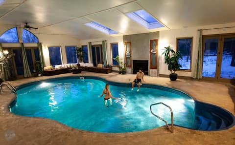 Ecco Friendly Lodge w/Indoor Pool-up to 27 guests.