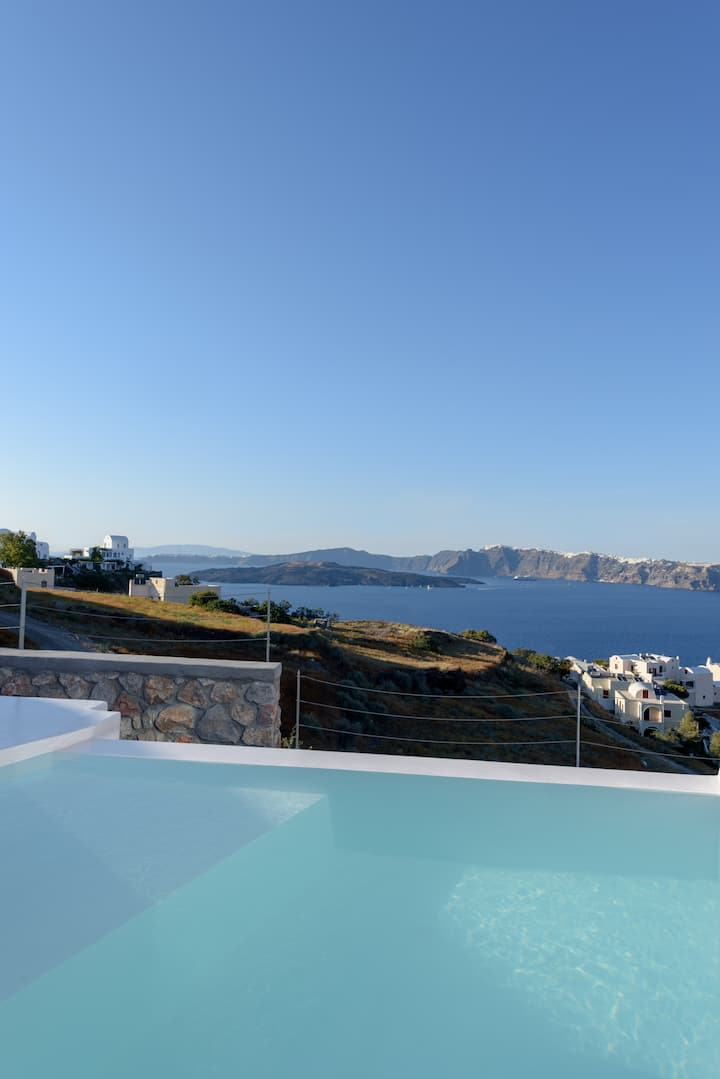 Safran Suite with Private Plunge Pool,Caldera View