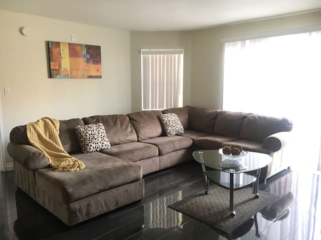 Nice 2BD Suite Walk to Covention Ctr / Strip