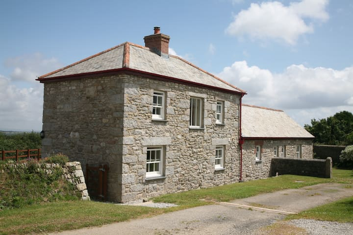 Beautiful Farm Cottage set on a working dairy farm - Ponsanooth - Daire