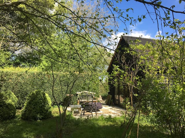 The Pump House - boutique rural glamping cabin - Kent - Cabaña