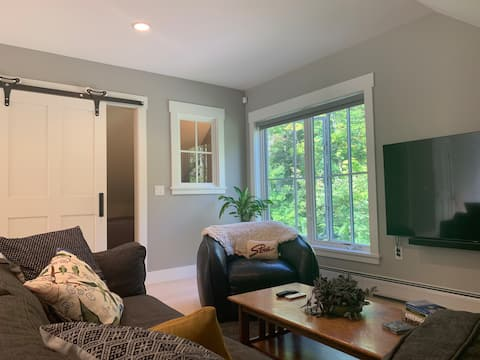 Owls Head Lane Apt/Private One Mile to Village