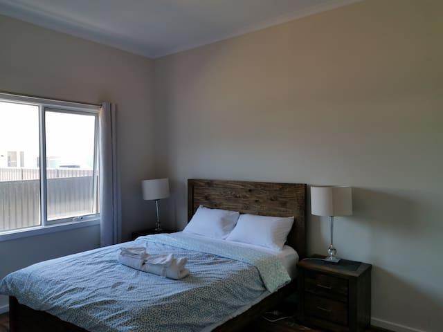 Bedroom 3 also has queen size bedroom suite.