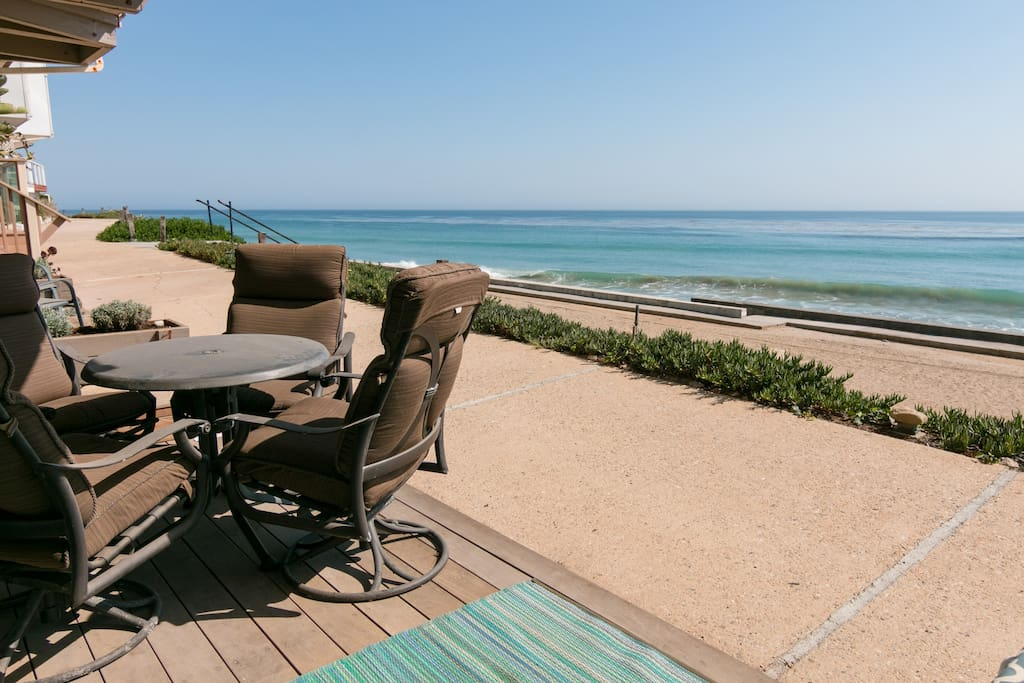 Patio overlooking the ocean with dining table for 4.