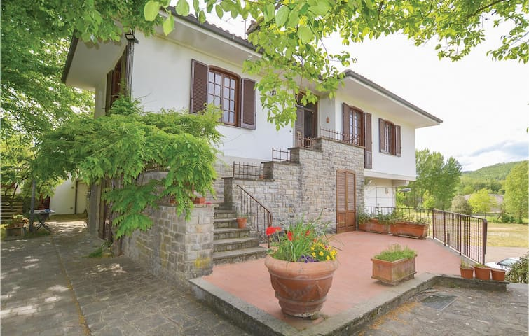 Semi-Detached with 2 bedrooms on 80m² in Anghiari -AR-