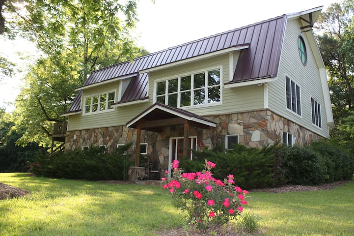 Contemporary Dairy Barn Conversion!  Pond view! - Sanford - Hus
