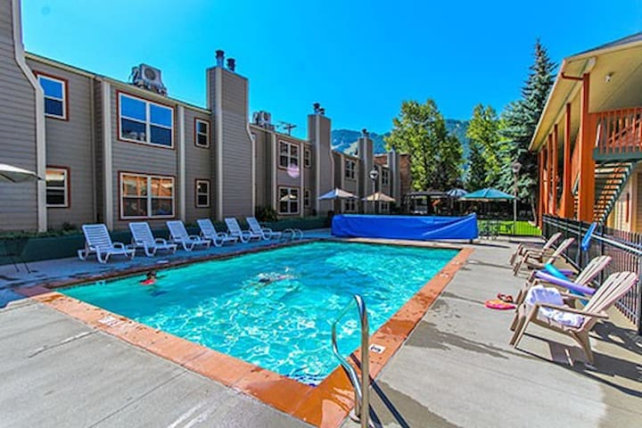 2Br/2Ba Jackson Hole Towncenter near Town Square!