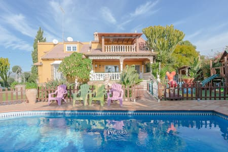 """Stunning Holiday Home """"Villa Felicity primera planta"""" with Mountain View, Wi-Fi, Garden, Terraces, Pool, Jacuzzi & Balcony; Parking Available, Pets Allowed"""