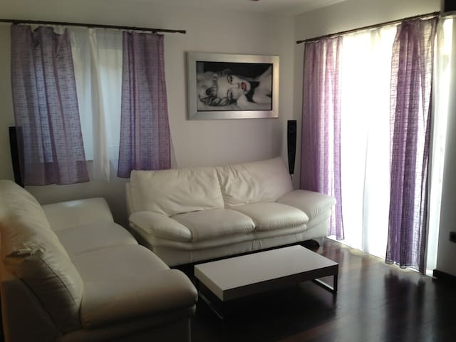 Old center stone house apartment - Omiš - House