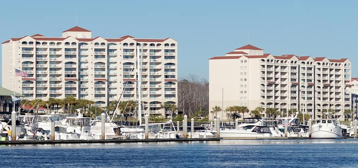 Barefoot Resorts Yacht Club #B single bdrm Queen
