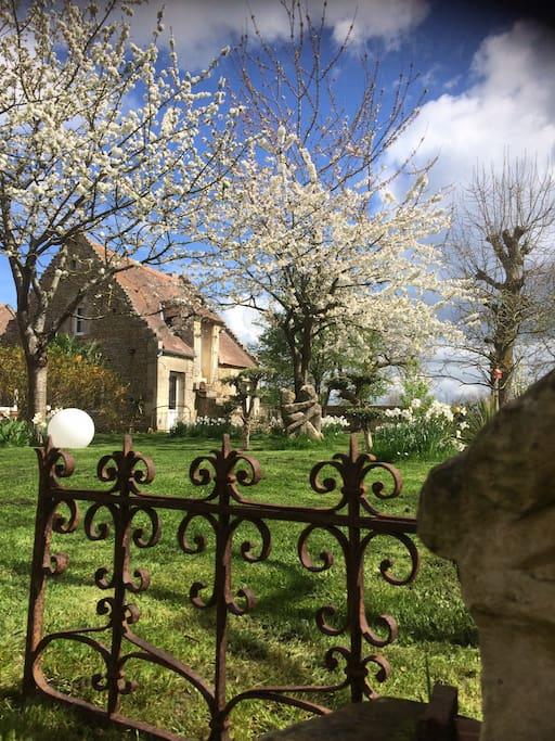 Vue de la maison du jardin