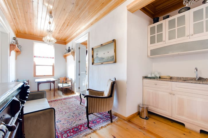 Sitting Area & Kitchen