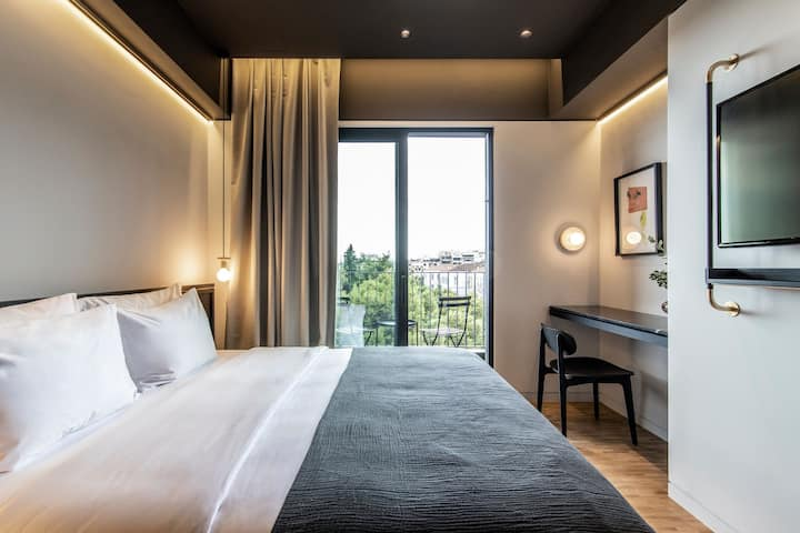 The Modernist Athens | Superior room with balcony