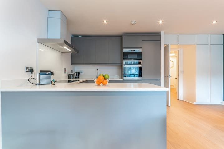 Luxurious 2 bed with balcony in Dublin 2