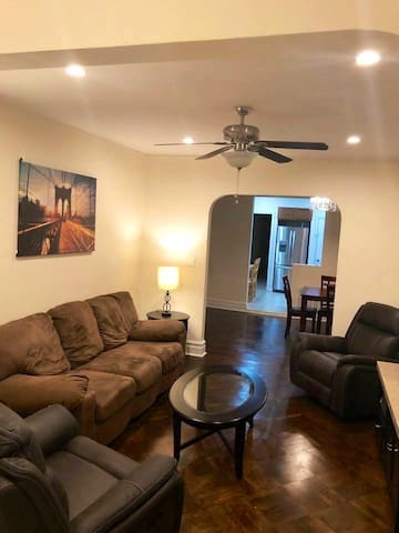 Private 2BR near the beach and subway/has yard!!!