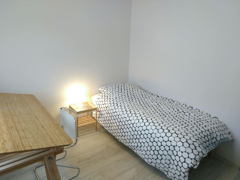 La deuxième chambre avec lit 90 x 200 cm