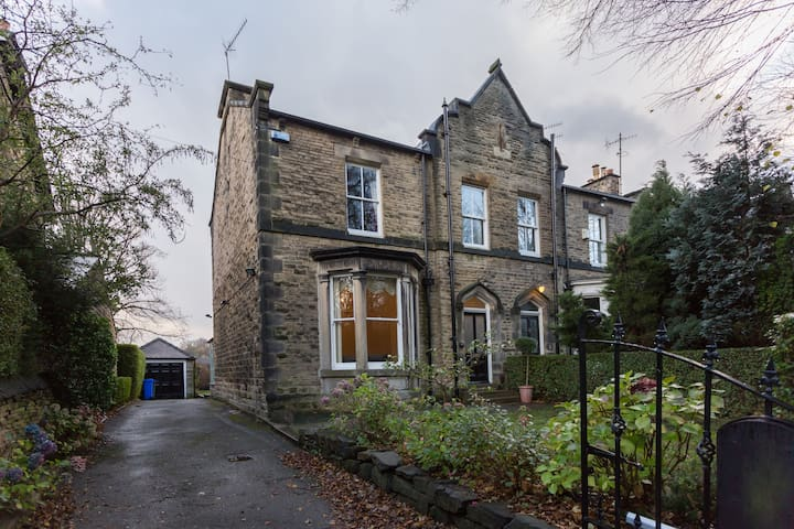 Private room in friendly, Victorian house - Sheffield