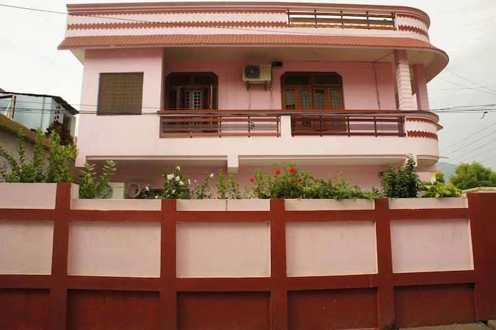 ii Independent room with kitchen near river Ganges
