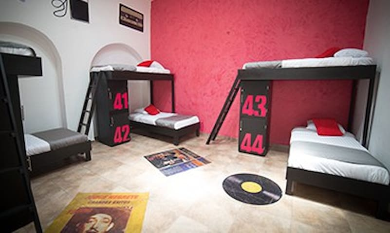 Hostal museo con temática con encanto - León