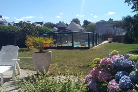 Cyclamen, grande propriété avec jardin et piscine - Ambon - Hus