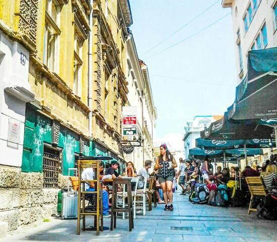 Pedestrian zone ,strong center Raj4