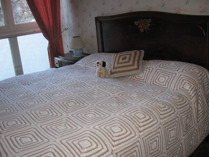 Chambre - grand lit de 140 - 1 ou 2 personnes